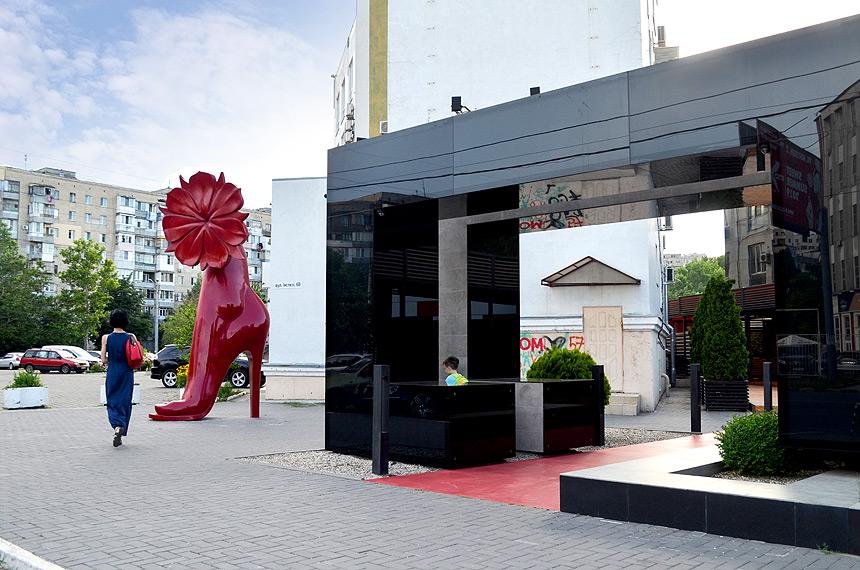 «Bloom» sculpture